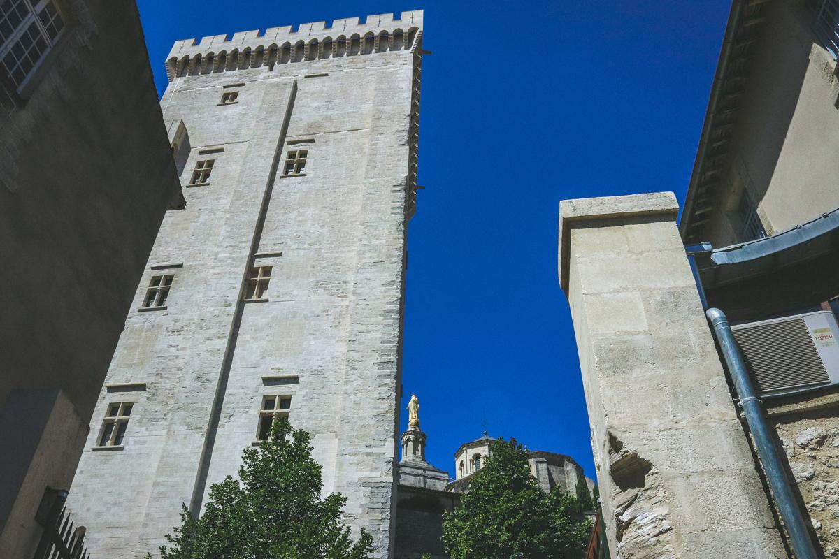 avignon-dos-palais-des-papes