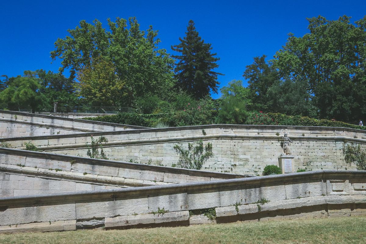 avignon-palais-des-papes-escalier