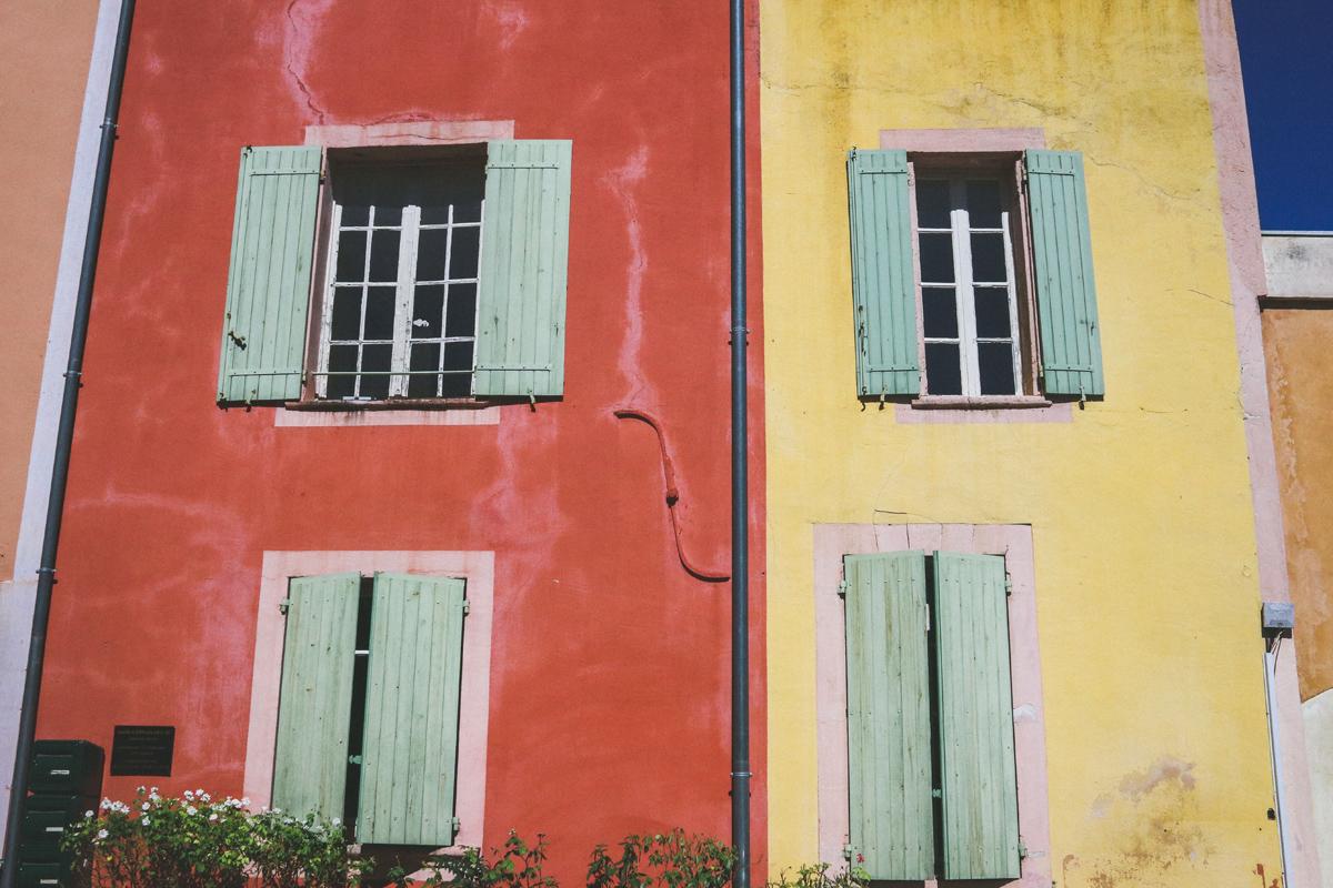 roussillon-maison-rouge-jaune